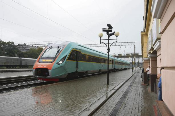 З початку квітня перший міжрегіональний поїзд Крюківського вагонобудівного заводу почне працювати на маршруті Київ – Харків
