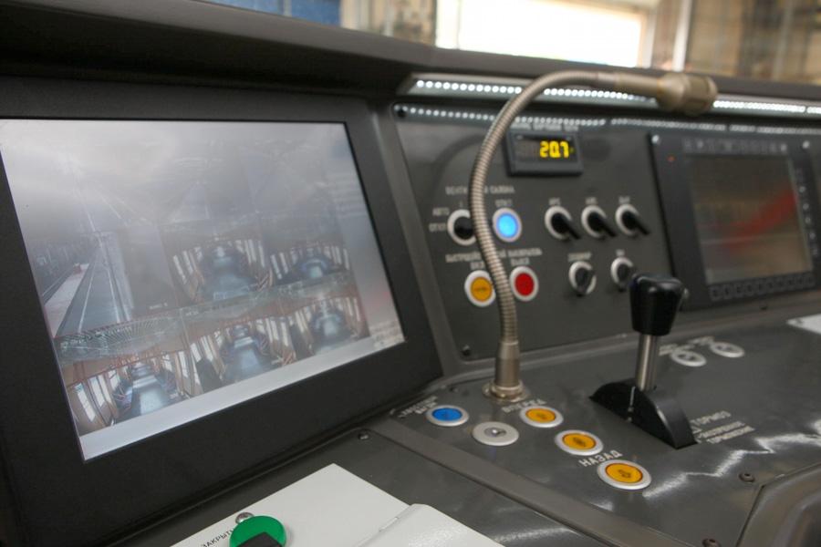Пульт управления кабины машиниста головного вагона мод. 81-7036 электропоезда метро