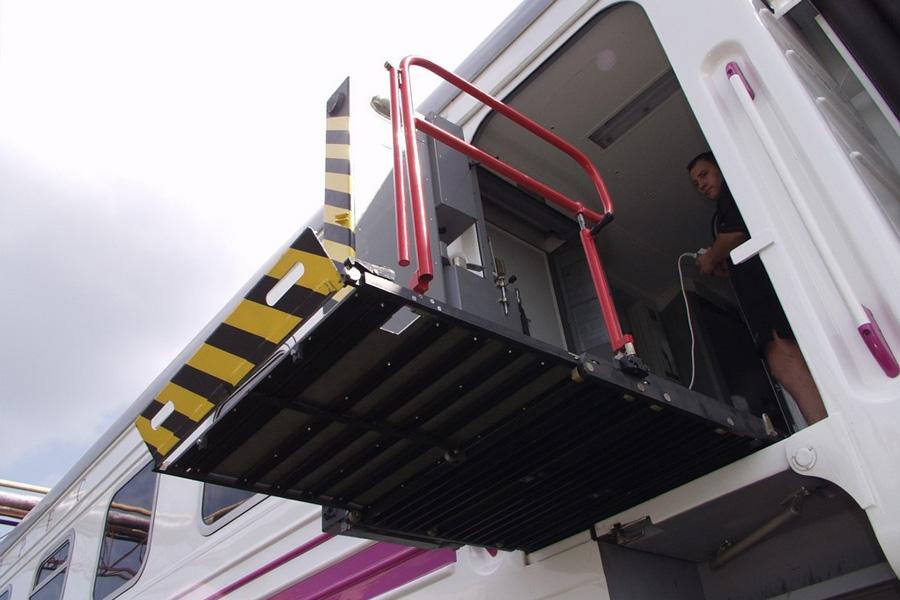 Вагон пассажирский с местом для перевозки пассажира с инвалидностью на инвалидной коляске мод. 61-779ДИ