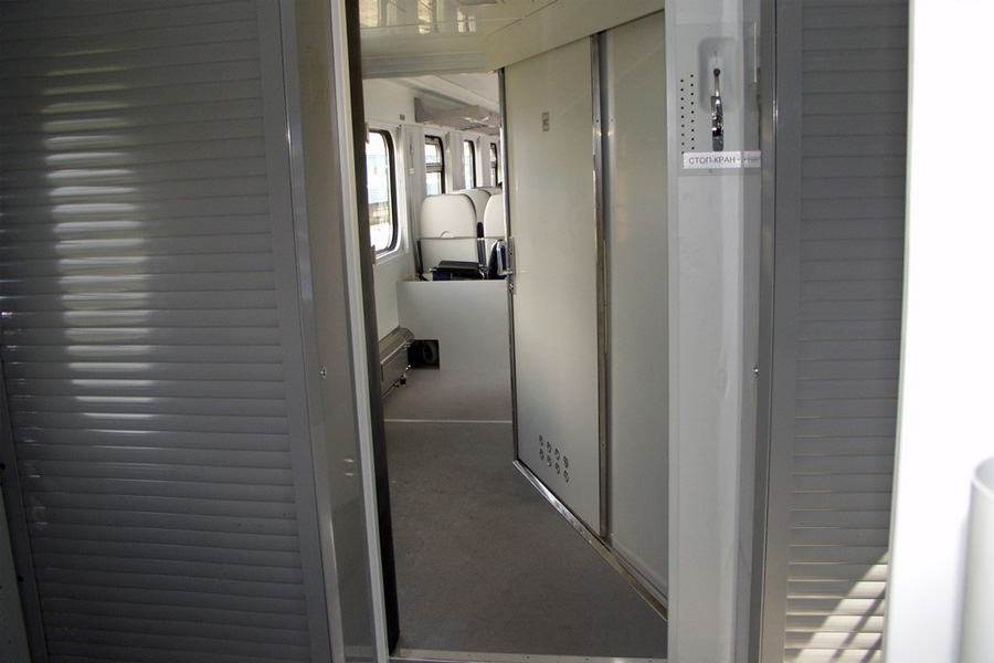 Вагоны пассажирские открытого типа с местами для сидения модель 61-779Д и модель 61-779ДИ
