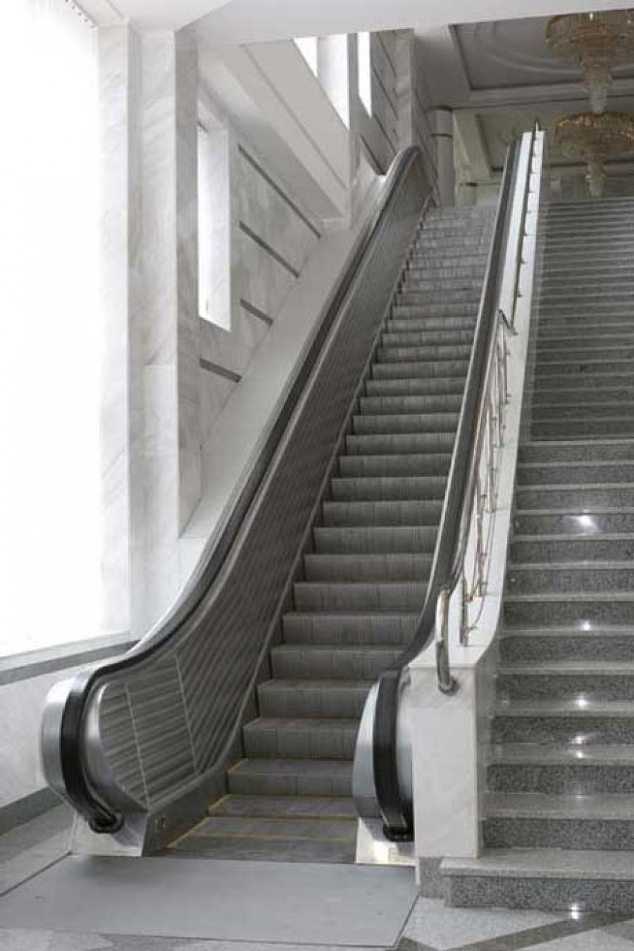 Floor-to-floor escalator EK-106